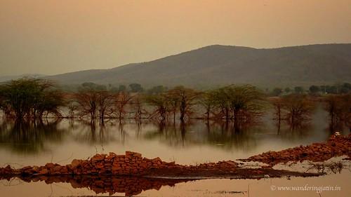 Lake before Bundi