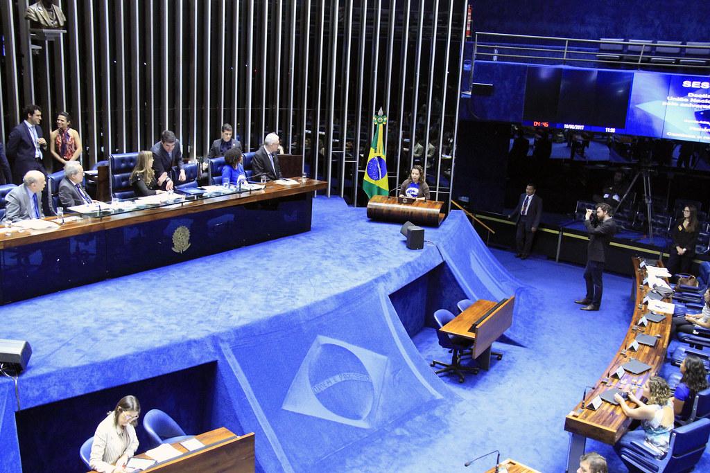 Congresso Nacional homenageia os 80 anos da UNE