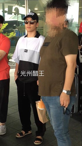 Seungri Arrival from Bali 2017-08-14 (23)