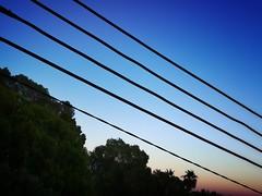 Pentagrama de cables al atardecer. Palma (Mallorca).