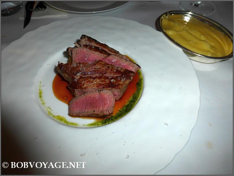 פילה בקר לצד פירה חלבי ב- בראסרי נורמן (brasserie norman)