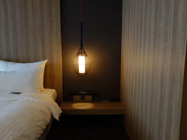 我喜歡 Hotel Dua 選的這盞燈,很有味道:)@高雄Hotel dùa住飯店