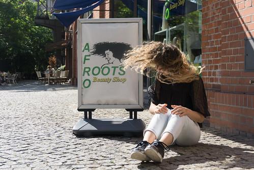 """BBB17: """"Großstadtchamäleons/ Plakative Projektion"""" von Liana Fuhrmann und Lena Schneider"""