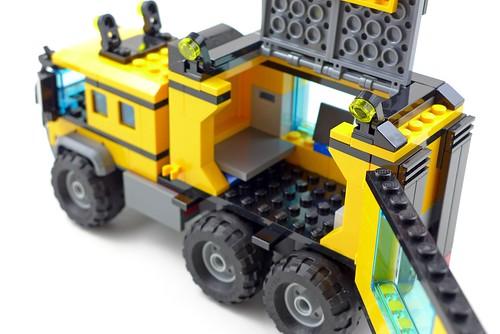 LEGO City Jungle 60160 Jungle Mobile Lab 46