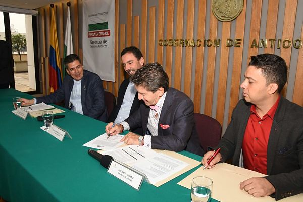 Gobernación de Antioquia y EPM sellan alianza para beneficiar  a 160.000 antioqueños con cobertura de servicios públicos