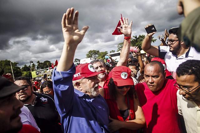 Lula se despede da Bahia com almoço preparado por assentados do MST