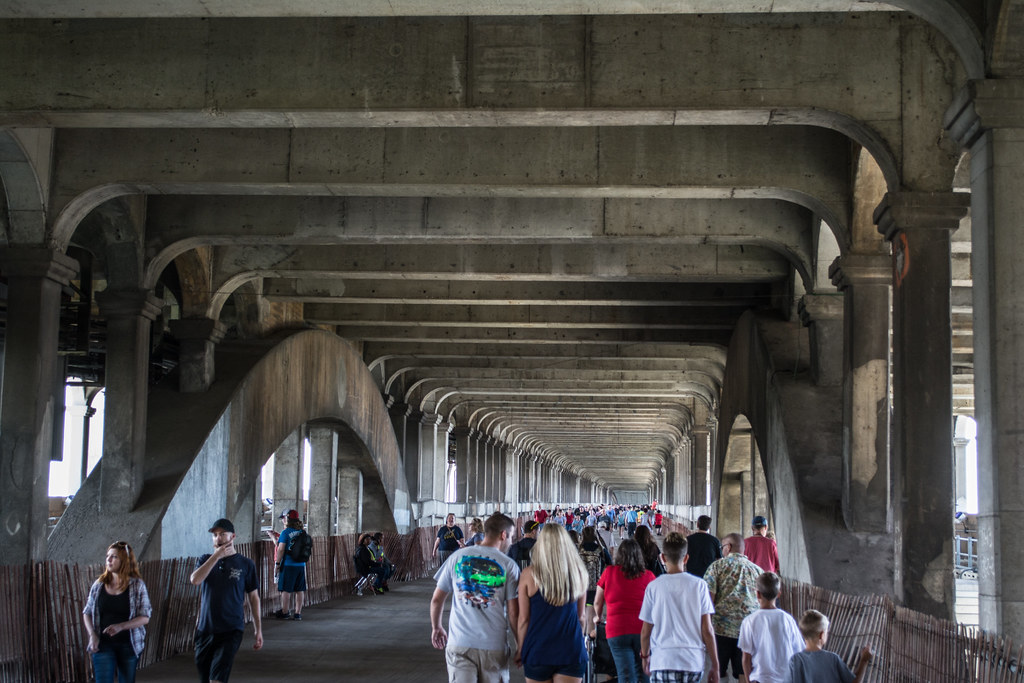 vast crowds - Detroit Superior Bridge