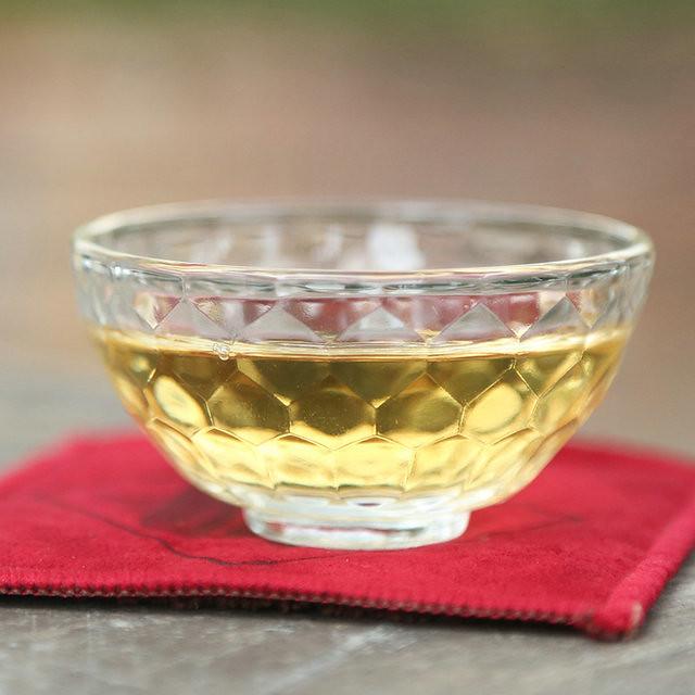 Free Shipping 2015 Chen Sheng Hao ( RenShengJiaMing )Cake Beeng 200g Meng Hai Organic Pu'er Raw Tea Sheng Cha Weight Loss Slim Beauty