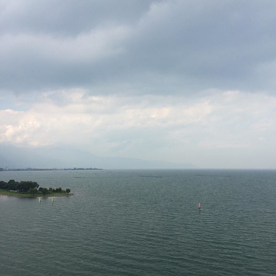 今日の琵琶湖。近江舞子まで行く予定だったけど、マシントラブルと雨予報で切り上げ。物足りないので、琵琶湖大橋渡ってほんの少し遠回りして帰る。
