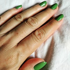 Manicure Sunday consisted of trying a shade of green from Londontown. The brand is cruelty-free and vegan. I like how the polish went on my nails. We'll see whether it endures the chip test! 💅 #sunday #nails #manicure #green #crueltyFree #vegan