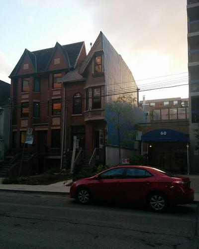 Half a house, 54 1/2 St.Patrick Street (3) #toronto #grangepark #stpatrickstreet #house #oddities #54stpatrick