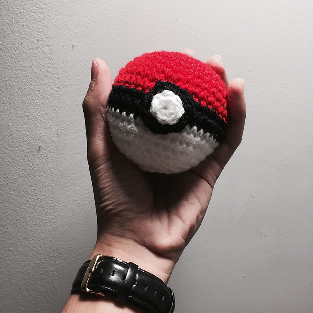 Crochet Pokeballs from @imaginingjay