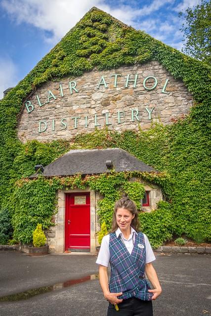 _WCB1899 Blair Athol Whisky Distillery tour guide