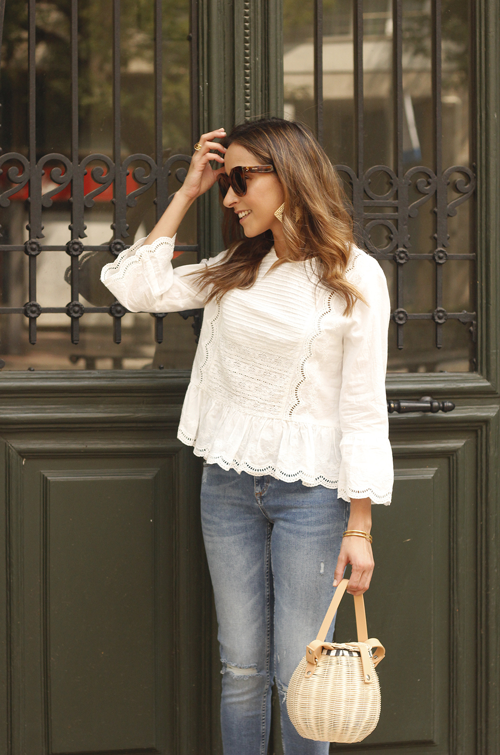 polka dot kitten heels white blouse ripped jeans outfit girl style fashion07