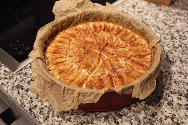 kinuskinen omena puolukka kakku 4
