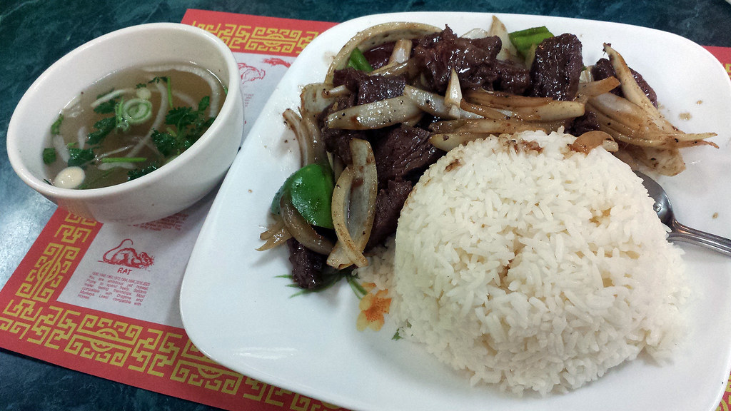 Vietnamese filet mignon dish with phở broth on the side