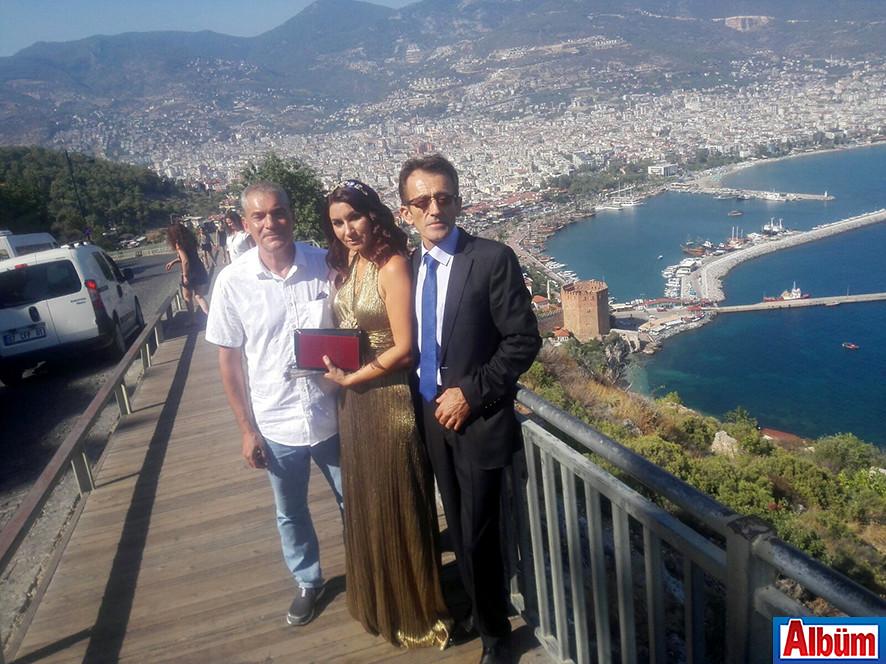 Açıksöz ve Aksoy nikah sonrası kale turu yapmayı ihmal etmedi.