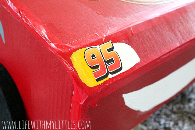 This DIY Lightning McQueen costume is amazing! Great step-by-step tutorial for anyone wondering how to build a Lightning McQueen Halloween costume this year! Especially with Cars 3 just coming out!