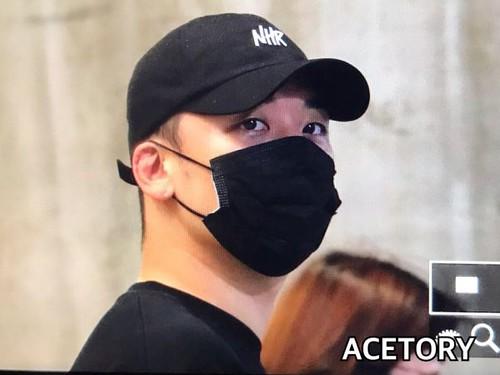 Seungri arrival Seoul from Macau 2017-08-20 (4)