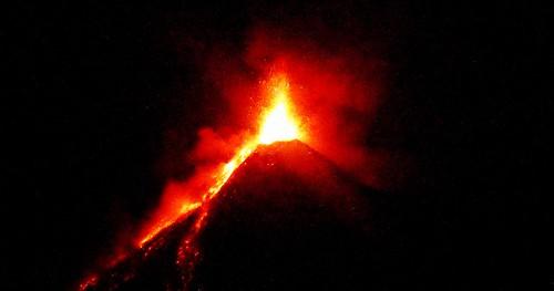 396 Erupcion nocturna, Volcan de Fuego (6)