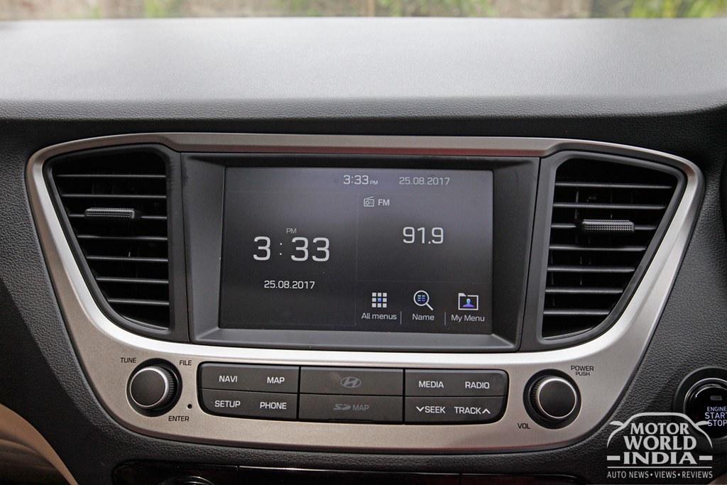 2017-Hyundai-Verna-Interiors (14)