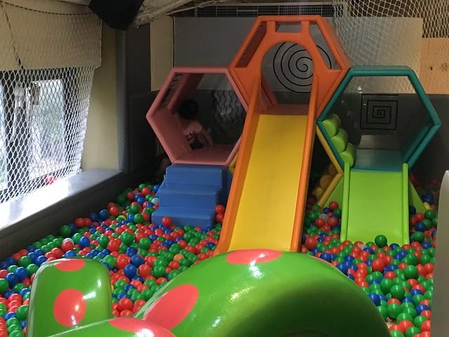 0-3歲寶寶使用的球池@高雄童樂島親子餐廳