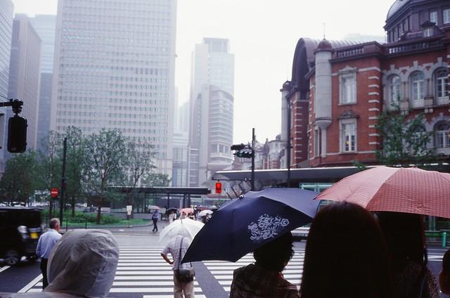 雨の東京散歩2 minolta HI-MATIC E + Kodak E100VS