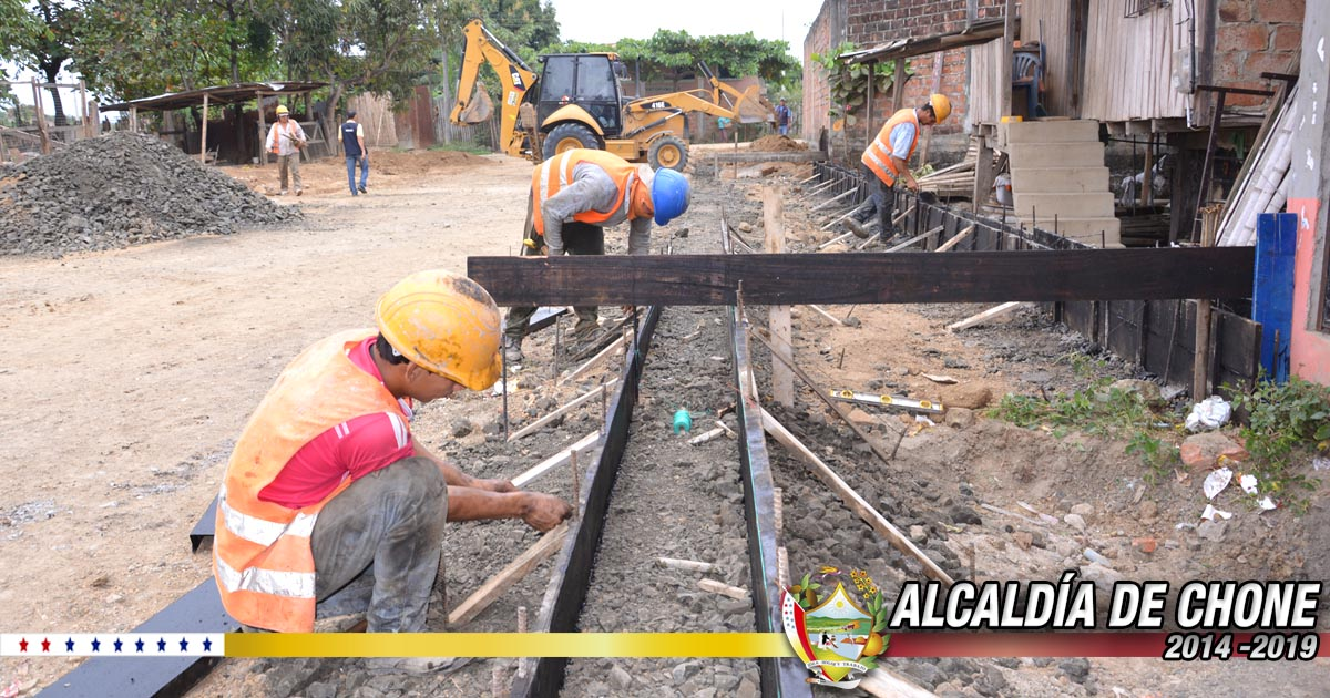 Iniciaron trabajos de bordillos y aceras en calle Eugenio Espejo de ciudadela Las Marías