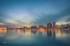 A baixa de Luanda ao nascer-do-sol vista a partir da baía. Marginal - Avenida 4 de Fevereiro. Capital de Angola | http://ift.tt/1o8AYOl #Africa #Angola #Luanda #Baia #Marginal #Cidade #Metropolis #Nikon #NikonD810 #D810 #Nikkor #nikkor1424 #Madrugada #Nas