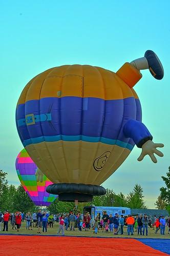 albany albanyoregon oregon artairfestival atiartairfestival festival balloon balloons hotairballoons hotair morning early sunrise august 2017 wife gaylene milf hazy bluesky color colors red orange blue yellow green kirt kirtedblom edblom easyhdr hdr nikon nikond7100 nikkor18140mmf3556