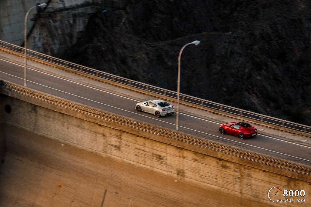 Mazda MX5 RF vs SUBARU BRZ - 8000vueltas-57
