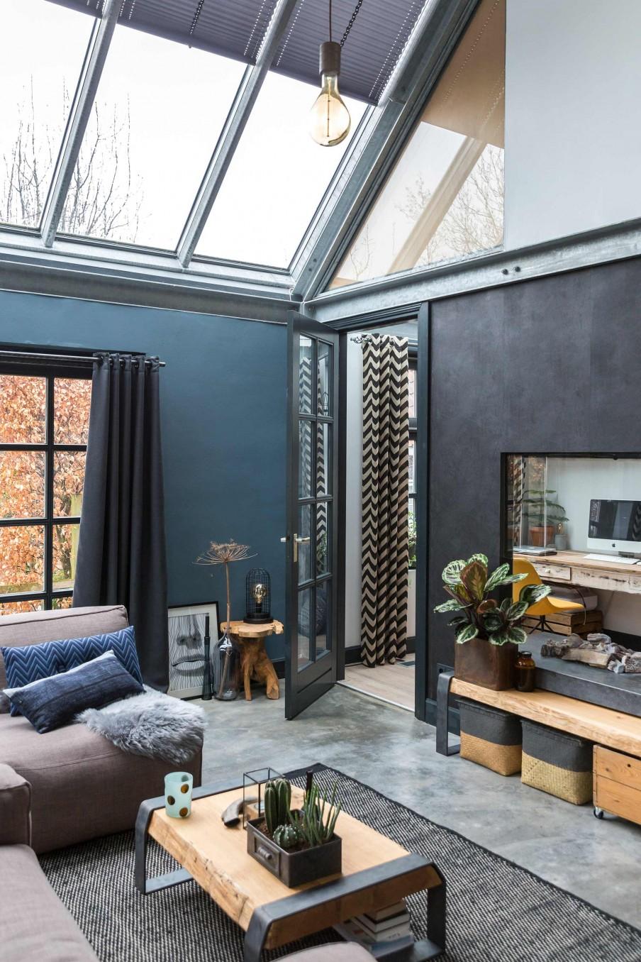 01-muebles-de-madera-decoración-en-tonos-oscuros