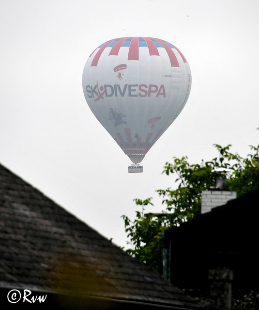 Balloon in the mist, Nikon D300S, AF-S DX Nikkor 18-300mm f/3.5-6.3G ED VR