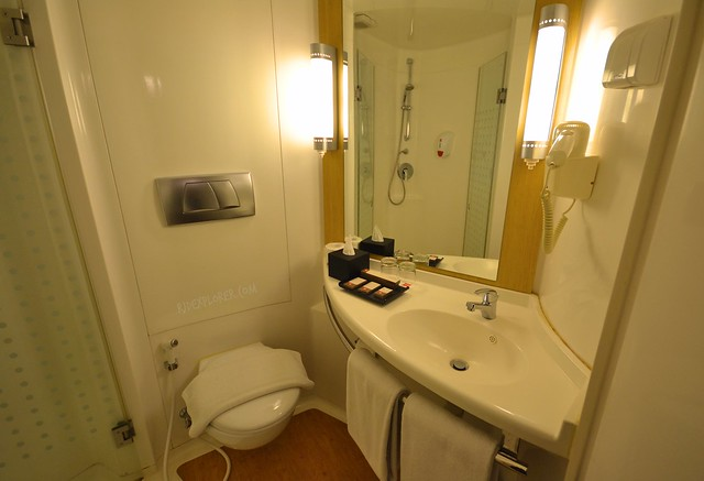 ibis bandung pasteur toilet and shower