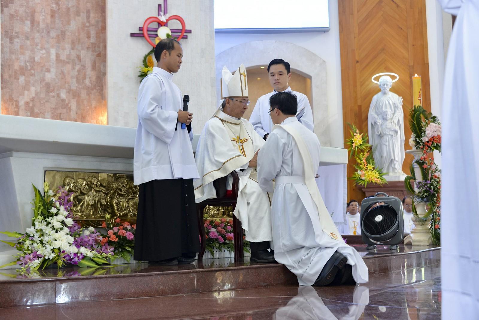 Giáo phận Bà Rịa: Thánh lễ Truyền chức Linh mục 2017 - Ảnh minh hoạ 13