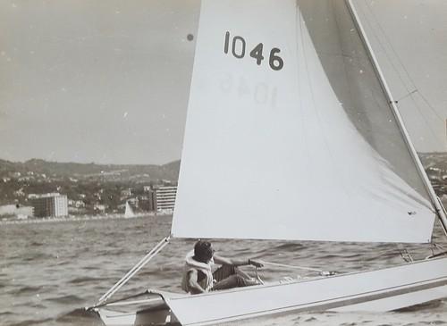 El doctor Aragonés navegant en el seu patí.