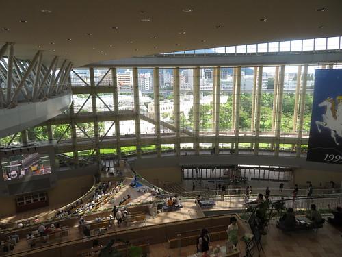 小倉競馬場の5階からプラザ99を見下ろす