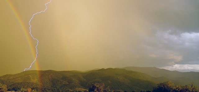 Rainbow strike - Summit, Pentax K-7, smc PENTAX-DA 18-55mm F3.5-5.6 AL WR