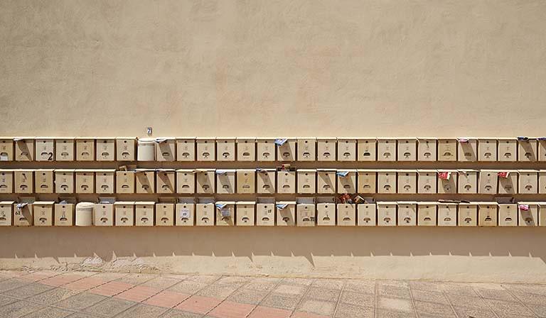 信箱塞滿廣告