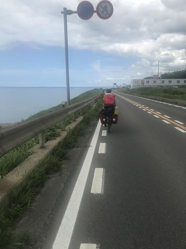 日本海を見ながら走る。