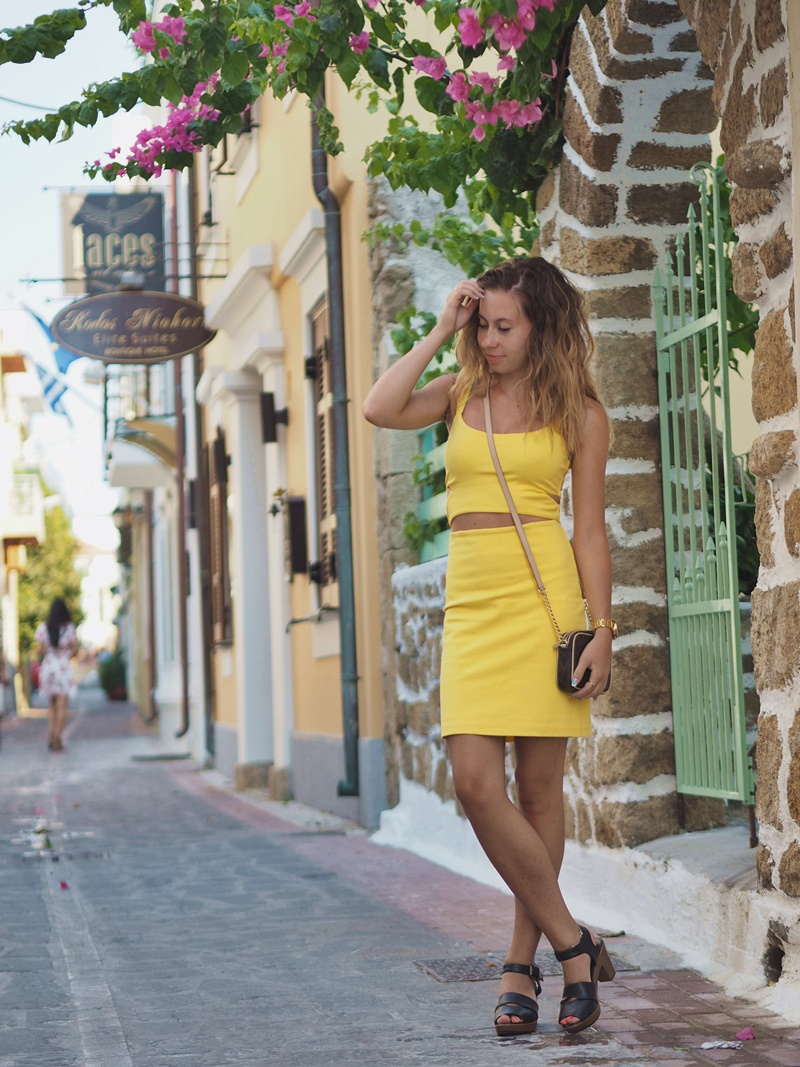 keltainen-mekko-zara