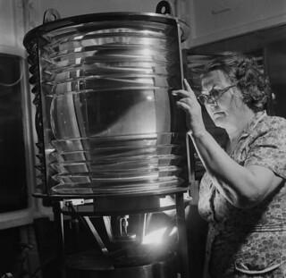 Ms. Eliza Campbell, Scatarie Island light keeper, Nova Scotia / Mme Eliza Campbell, gardienne du phare de l'île Scatarie (Nouvelle-Écosse)