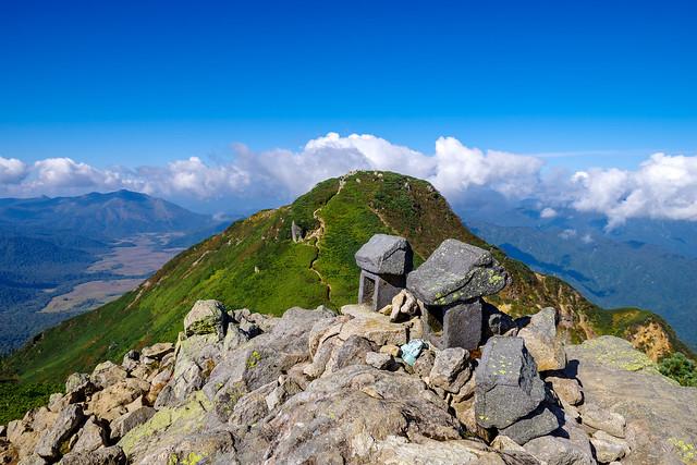 俎嵓山頂の祠