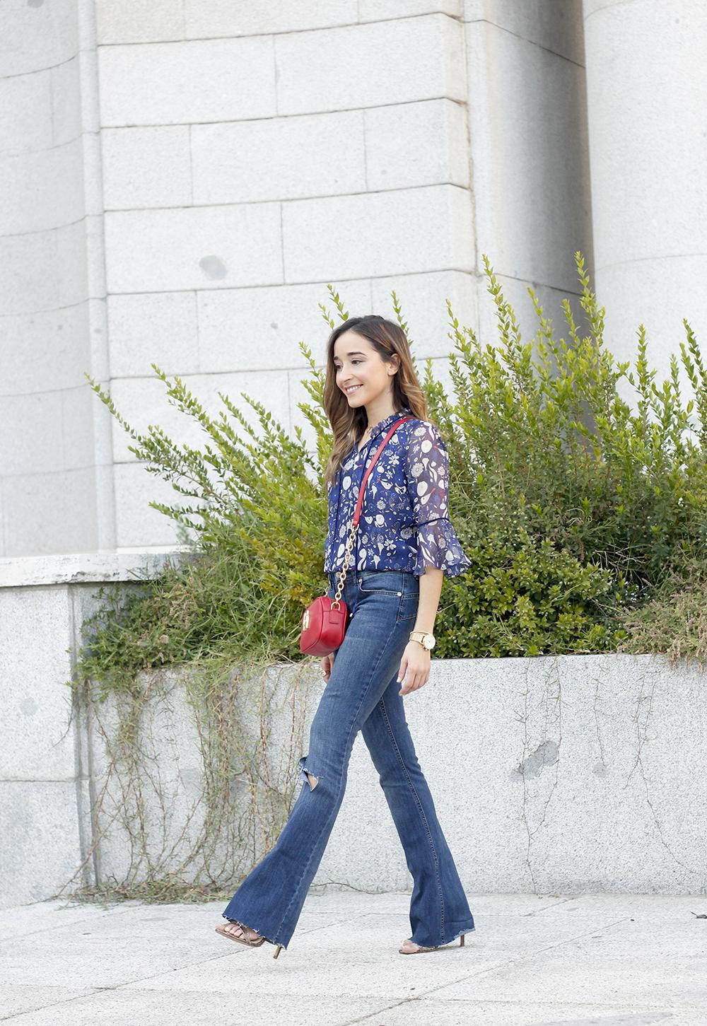 flared jeans liu jo blue blouse uterqüe boho outfit fashion style10