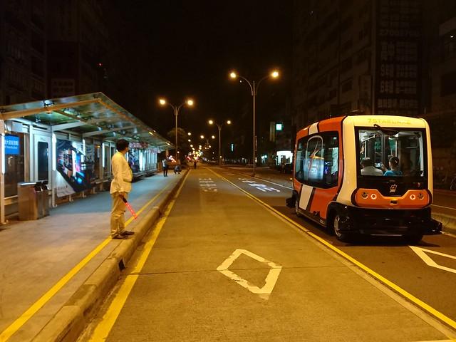 自動化無人小巴:信義路公車專用道
