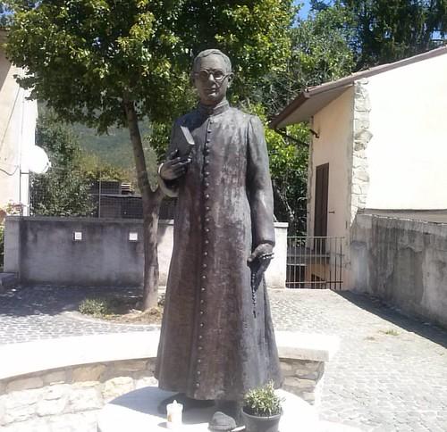 #statua #bronzo a #dongaetanotantalo #omaggio #marsica #Abruzzo