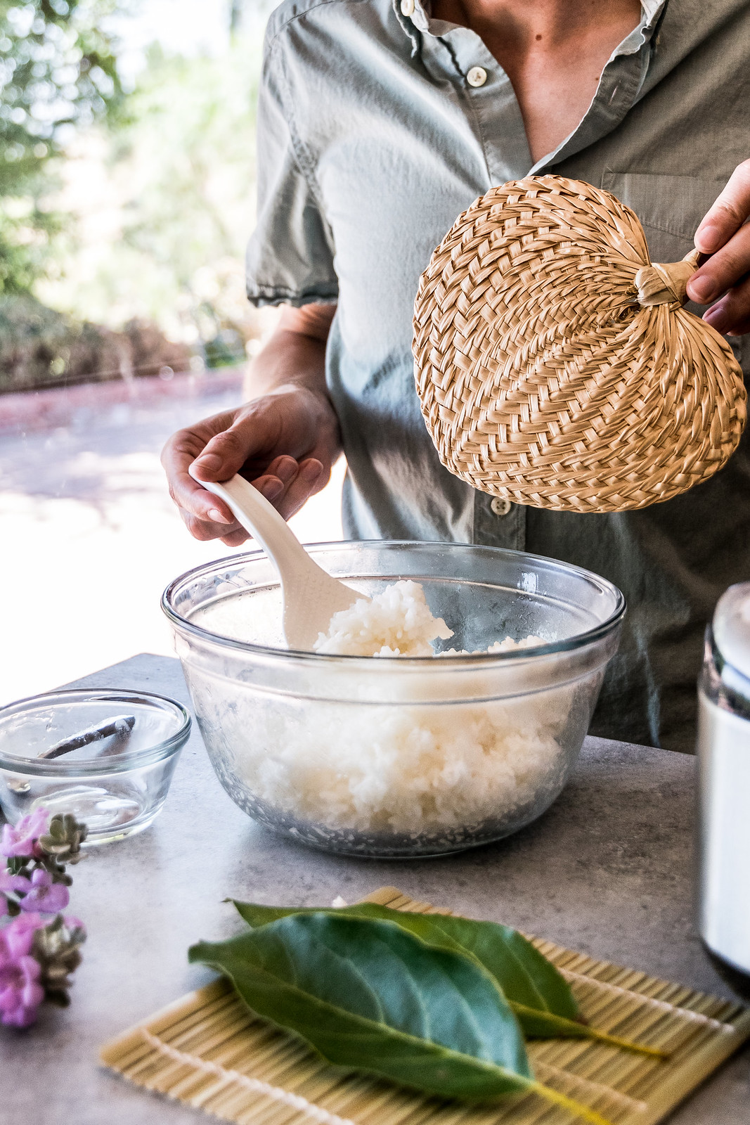 fanning the rice to cool it quickly
