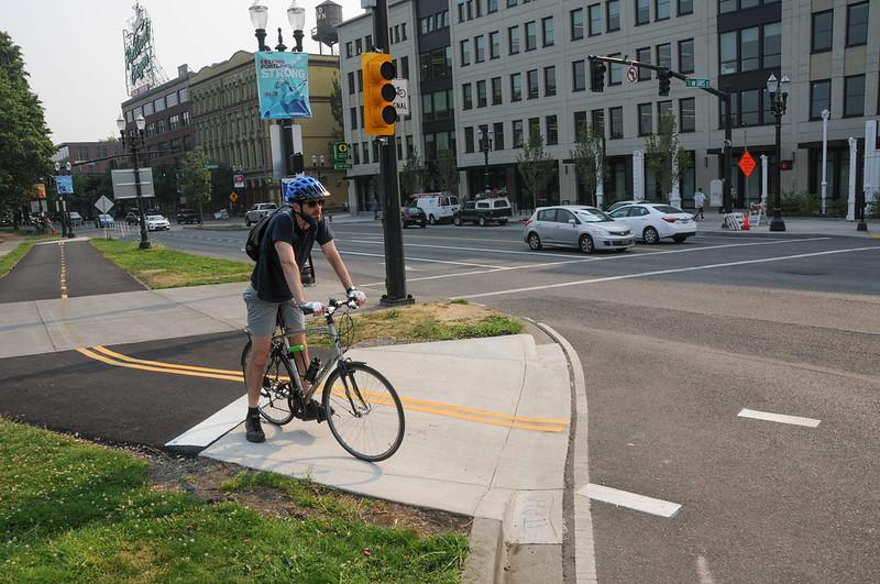 New bike signal Davis and Naito-8.jpg