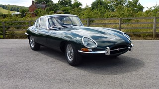Jaguar_E-Type_1961_R1