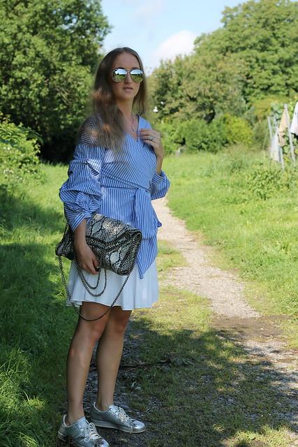 blue-blouse-whole-look-side-wiebkembg